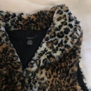 •leopard faux fur vest•